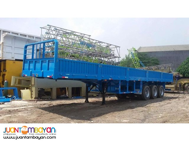 Flatbed Tri-axle with sidings