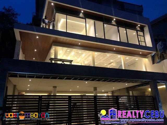 5BR, 380m² - 3 STOREY OVERLOOKING HOUSE AT THE HEART OF CEBU CITY