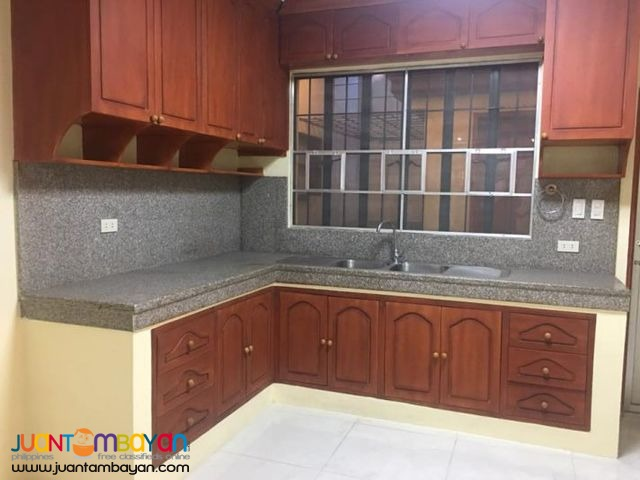 4BR Townhouse near Cherry, Congressional Ave. QC