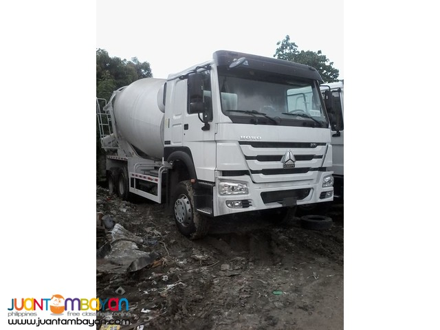 A New 10 wheeler HOWO-A7 Mixer Truck 10 cubic