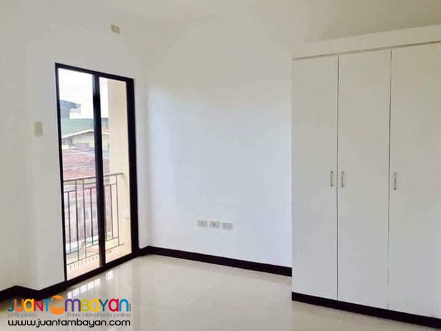 Townhouse For Sale in UPS 5 Subd. Paranaque