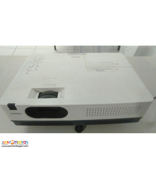 Sanyo Lcd Projector Model Plc-Xd2200 in Good Condition Pampanga
