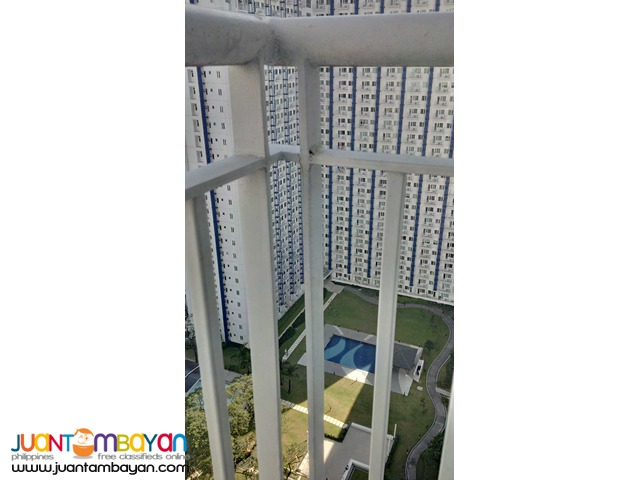 Grass Residences corner unit with Veranda full view Swimming Pool